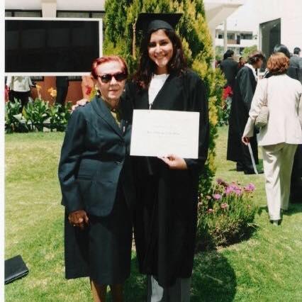 Junto a mi Abuelita Querida